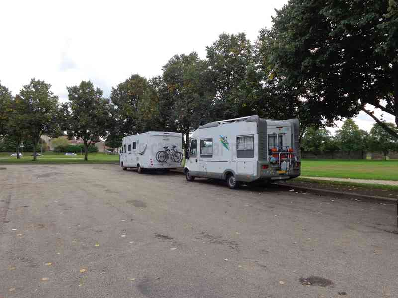 01 bourg en bresse photos aires service camping car stationnement pour camping car. Black Bedroom Furniture Sets. Home Design Ideas