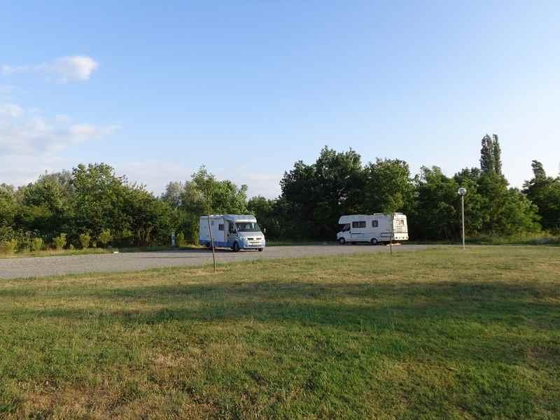 03 bellerive sur allier photos aires service camping car stationnement pour camping. Black Bedroom Furniture Sets. Home Design Ideas