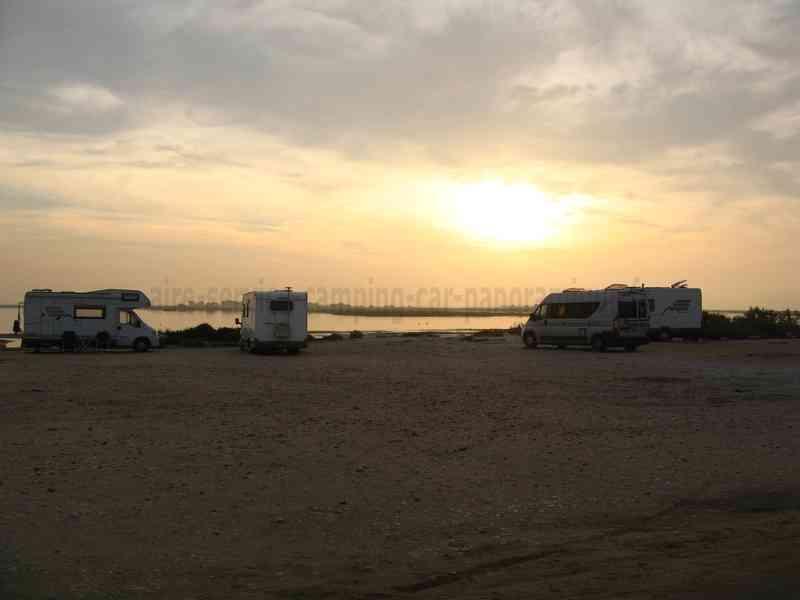 Photos des aires service et stationnement pour camping car - Office du tourisme salin de giraud ...