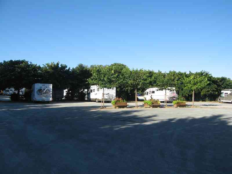 Dimension garage aire camping car cassis for Garage top car marseille