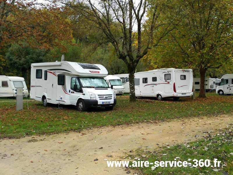 37 azay le rideau photos aires service camping car stationnement pour camping car. Black Bedroom Furniture Sets. Home Design Ideas