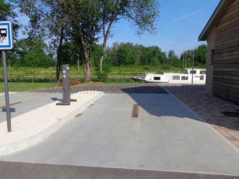 52 chamouilley photos aires service camping car stationnement pour camping car visites. Black Bedroom Furniture Sets. Home Design Ideas