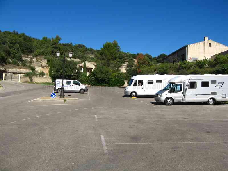 84 Gordes Photos Aires Service Camping Car Stationnement Pour Camping Car Visites: at home architecture gordes 84